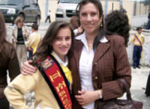 Micaela, abanderada de su escuela, 11 años